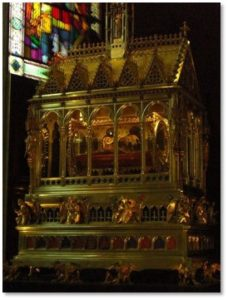 Shrine of the Holy Dexter, St. Stephen's hand, relic, reliquary, St. Stephen's Ckurch, Budapest