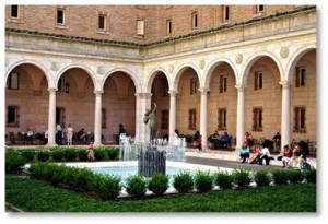 The courtyard at the Boston Public Library is free. A series of open-air concerts is given there in June, July and August, offering a variety of music from jazz and folk to classical and contemporary. In addition, the BPL runs the Courtyard Restaurant serving lunch and afternoon tea.