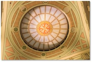 Next, look up and you'll see another mural on the ceiling that adds the illusion of a light-filled dome surrounded by eight medallions with a compass rose at the center.